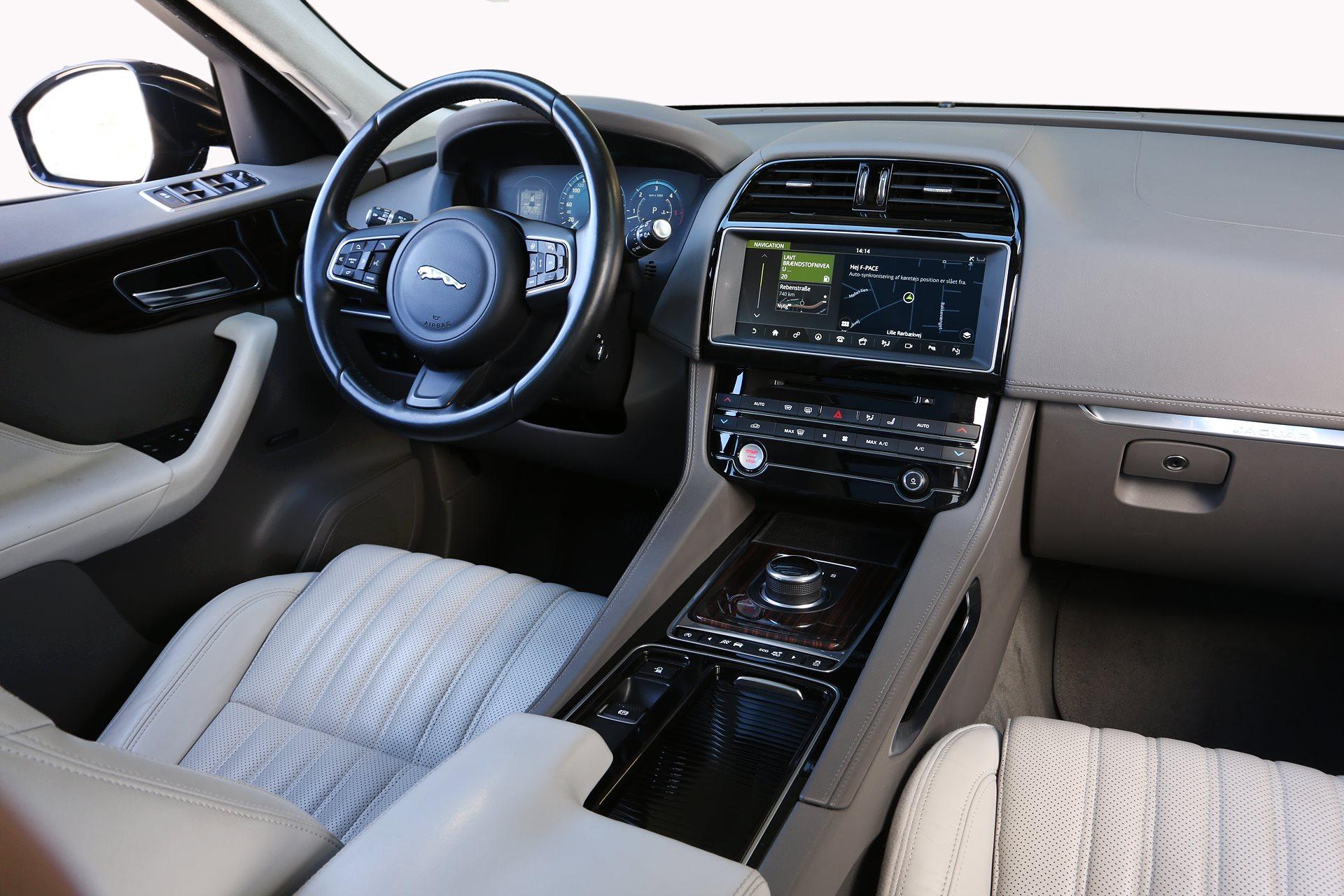 Jaguar F-Pace 3,0d Portfolio 300 Hk / 700 Nm ...